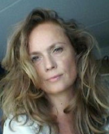 49 jarige vrouw uit Nismes Namen zoekt man voor Spannend contact