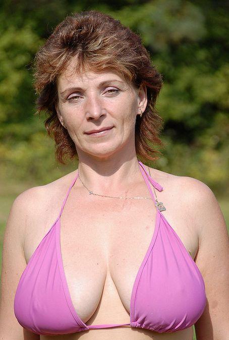 Anoniem contact met 52 jarige vrouw op zoek naar sexdating in Alleen op verzoek
