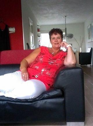 61 jarige vrouw uit Kachtem West-Vlaanderen zoekt man voor Spannend contact