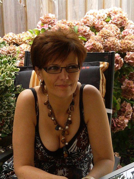 51 jarige Vrouw uit  (Waals-Brabant) zoekt man voor Spannend contact
