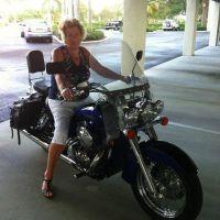 Bikerwoman 64 uit Zuid-Holland