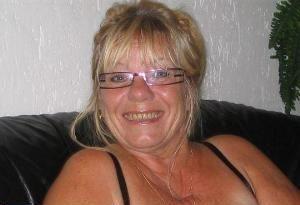 60 jährige Frau aus Witten (Nordrhein-Westfalen) sucht Sexkontakt