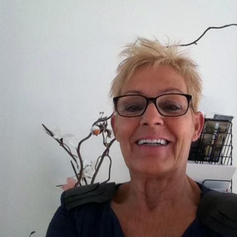 57 jarige Vrouw uit Genappe (Waals-Brabant) zoekt man voor Cybersex, Foto�s delen, Rollenspel