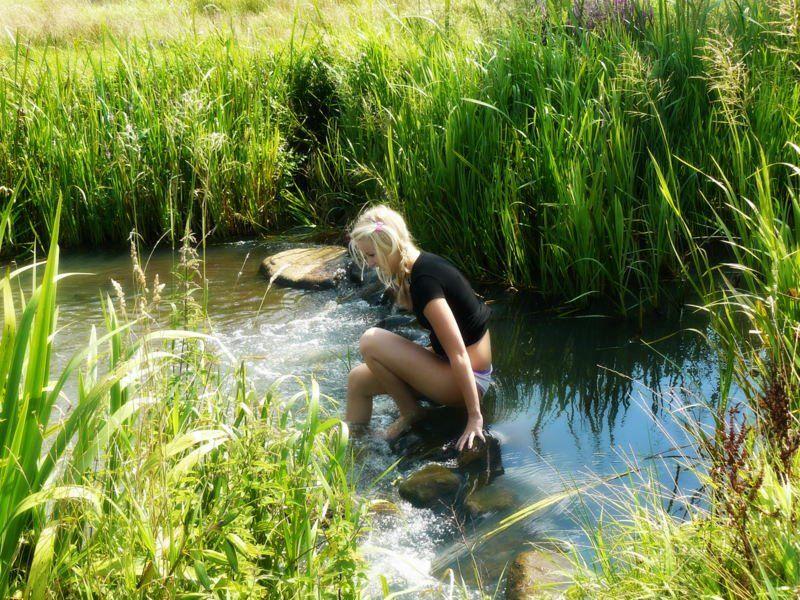 26 jarige vrouw uit Zuienkerke West-Vlaanderen zoekt man voor Spannend contact, Vriendschap