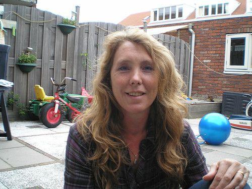 43 jarige Vrouw uit  (Limburg (Belgi�)) zoekt man voor Spannend contact, Cybersex, Vriendschap, Foto�s de