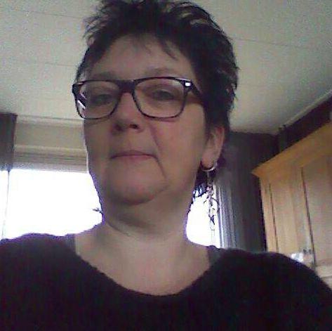 61 jarige vrouw uit  Namen zoekt man voor Spannend contact